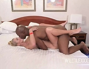 WillTileXXX/hook_up_with_HollyHotwife